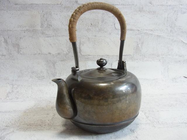 片づけで出てきた戦前のものと思われる古い煎茶道具(湯沸し・茶托・茶入など)をお売りいただきました。