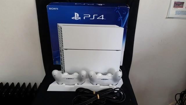 PS4 CUH-1200A 500GB ホワイト 純正コントローラ2つ 縦置きスタンド付き 美品