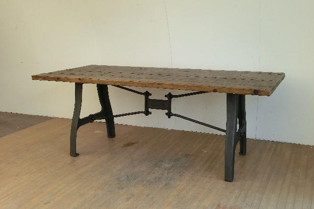 クラッシュゲイト ダイニングテーブル